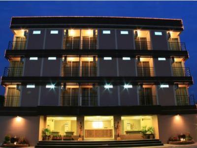 โรงแรมรอยัล พาราไดซ์ กรุงเทพ, สุวรรณภูมิแอร์พอร์ท