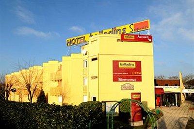 Balladins St Ouen Hotel