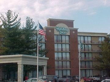 HOLIDAY INN HOTEL & SUITES DES