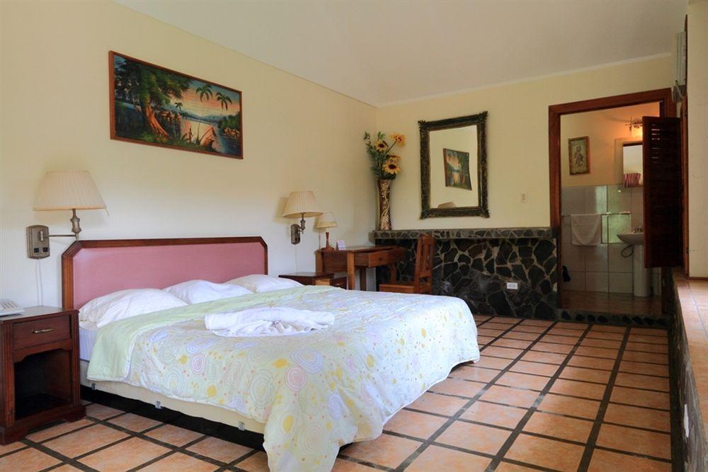Tres Banderas Hotel