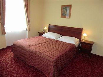 Ontario Hotel Garni