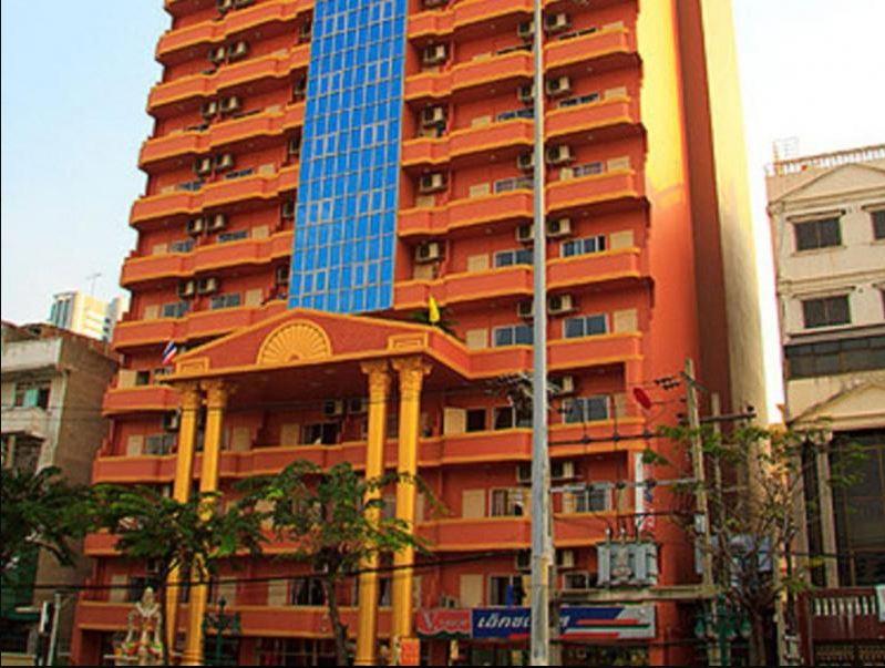 โรงแรมคิง รอเยล การ์เดน 2