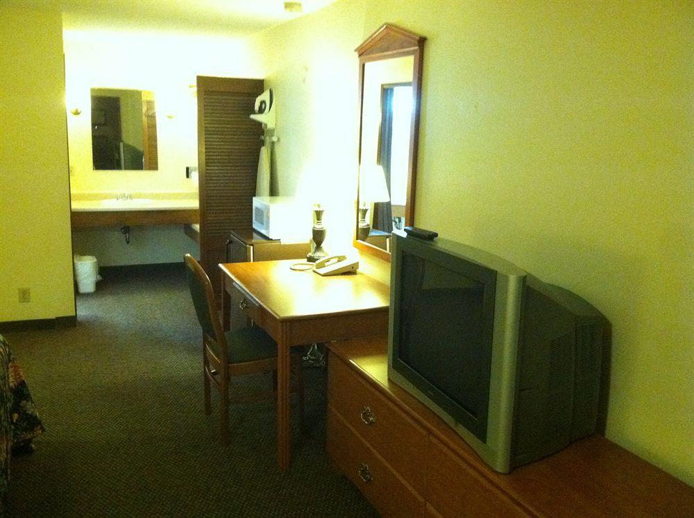 GuestHouse Inn & Suites Aberdeen
