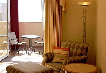 Le Merigot A Jw Marriott Beach Hotel And Spa
