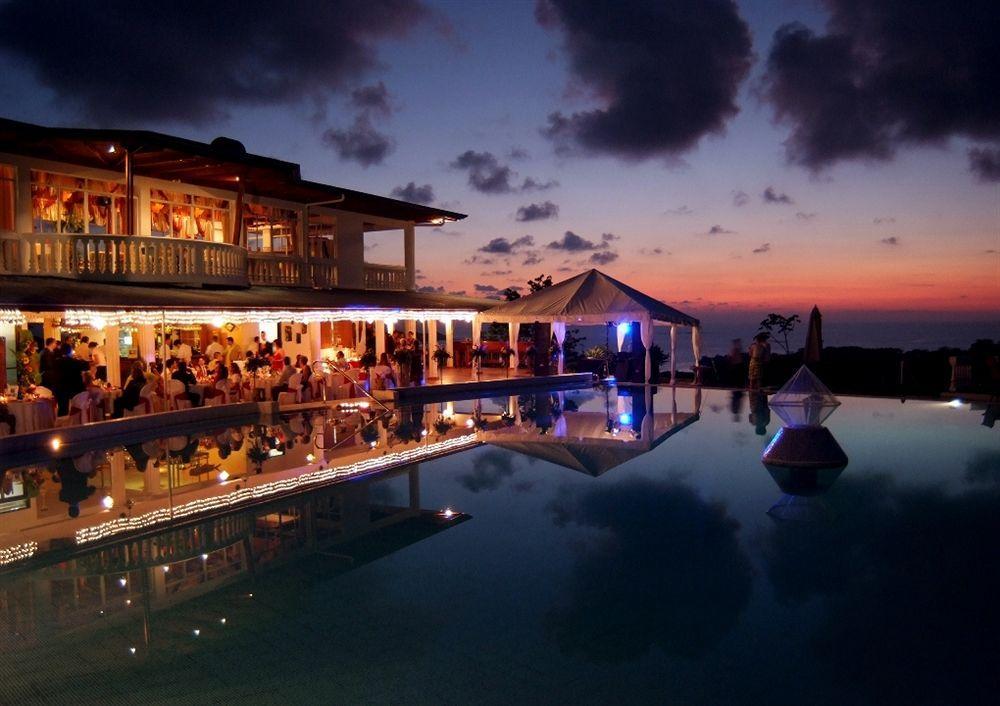 Cristal Ballena Resort