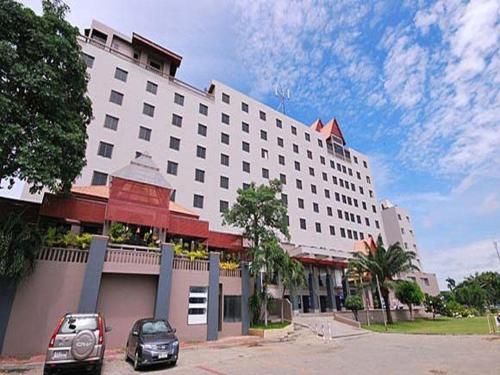 โรงแรม สองพันบุรี