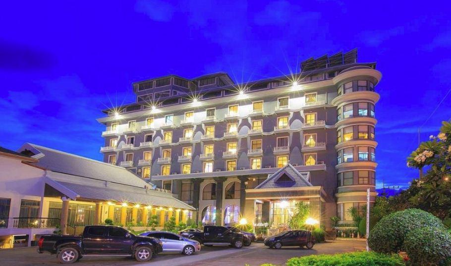 Lomsak Nattirat Hotel