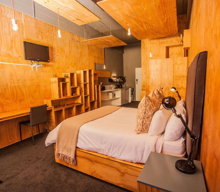 Urban Hip Hotels - 12 Decades Art Hotel