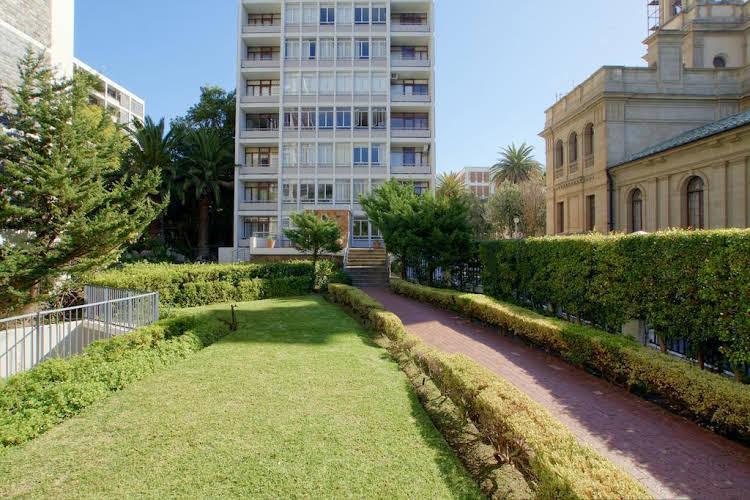 437 St Martini Gardens Apartments