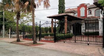 Dumas Villa