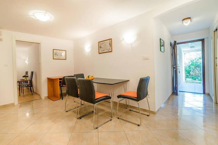 Apartments Pino 106
