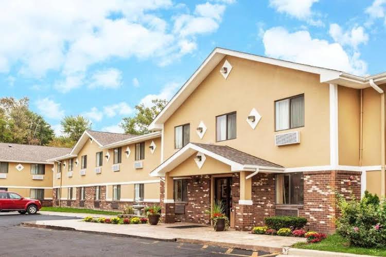 Super 8 Motel - Sterling Heights/Detroit Area