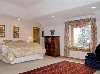 Mt. Scott Manor Bed and Breakfast