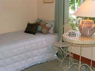Acacia Bay Lodge Bed & Breakfast
