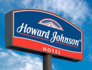 Howard Johnson and Convention Center Madariaga Carilo