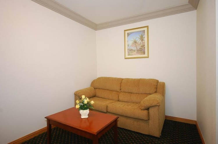 Cloverdale Wine Country Inn and Suites
