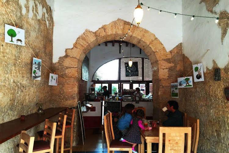 Amatle Cafe Organico and Hostal