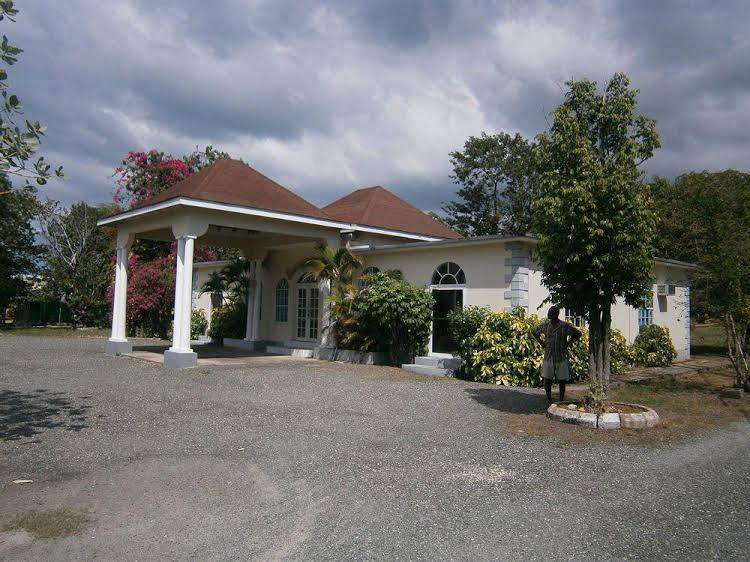 The Royal Hummingbird Resort