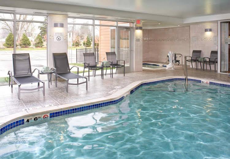Fairfield Inn and Suites Detroit Troy