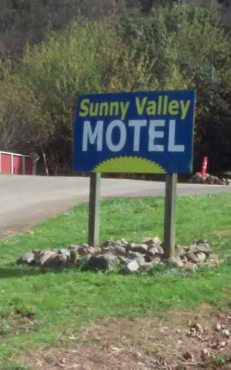 Sunny Valley Motel