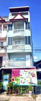 Bann Banburee Hostel and Cafe