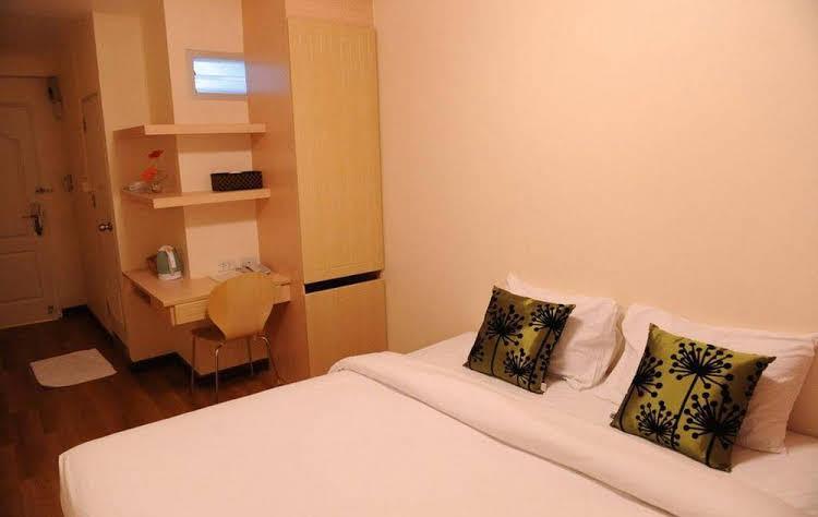 NIDA Rooms Ruby Yen Arkard