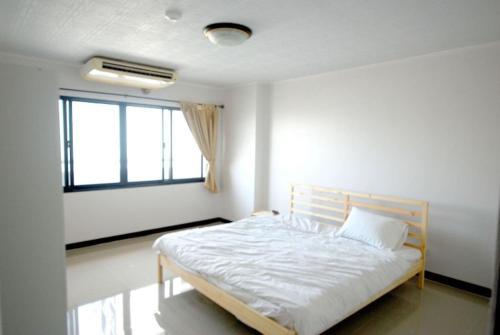 2 br 2 Bathroom spacious room near Grand Palace