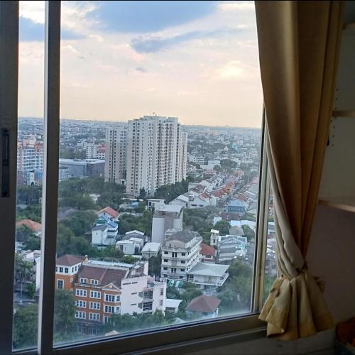 22nd floor BTS Udomsuk Exit 1
