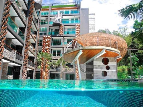Emerald Terrace Resort Poolview