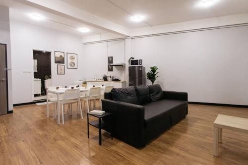 U3 Large 2 Bedroom Full kitchen near BTS Udomsuk