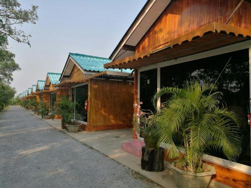 The Sun Resort @ Bungchawak