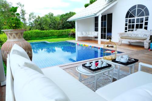 Mountain View Pool Villa