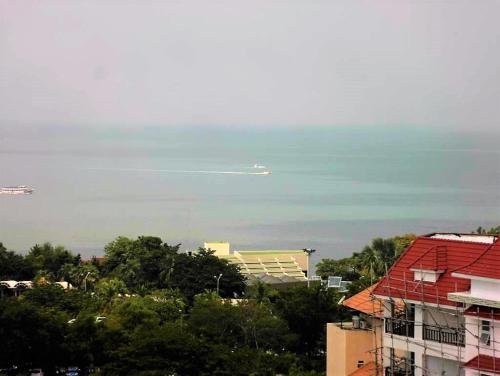 The Cliff sea & pool views studio apartment Pratumnak Pattaya