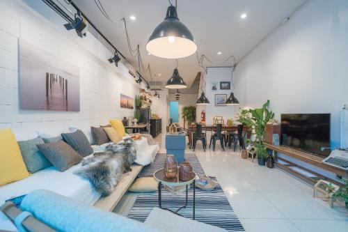 3Bedrooms White Design in heart of Nimman
