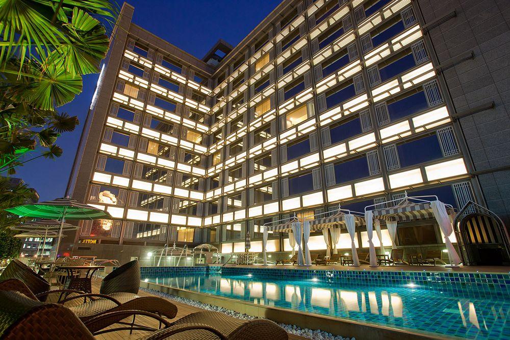 S Aura Hotel