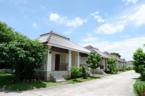 OYO 842 Samsiri Resort