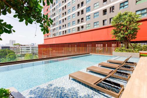 hiii-Homtel at Rama9· Airport Link Ramkhamhaeng with Infinity Pool