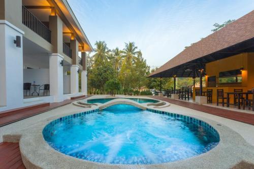 The Retreat Khaolak Resort