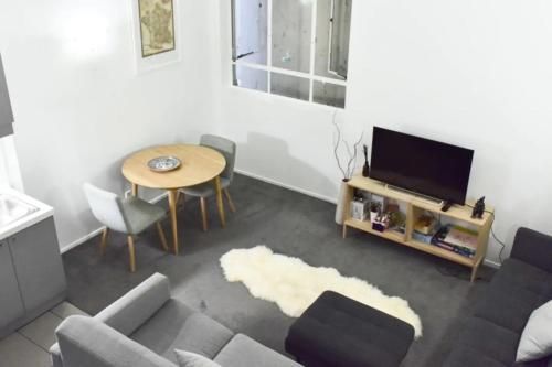 Stylish Queen Street Loft-Style Apartment