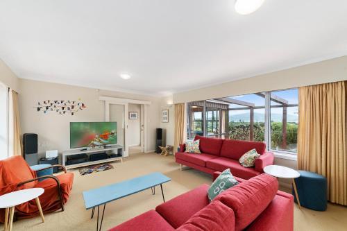 Tranquility Base - Waikanae Beach Holiday Home