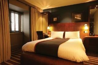 Village Cardiff - Hotel & Leisure Club