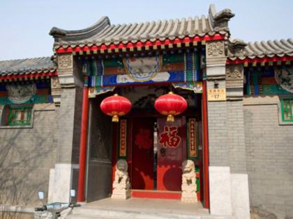 Full-day Jingshan Park, Beihai Park & Hutong Tour