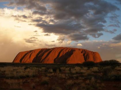 ผจญภัยชมพระทิตย์ตกที่ Uluru