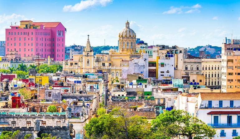ทัวร์แกรนด์คิวบา กรุงฮาวานาหรือลาอาบานา เมืองหลวงและเมืองท่าศูนย์กลางเศรษฐกิจ เป็นที่ตั้งสถานที่สำคัญรำลึกถึงประวัติศาสตร์ของคิวบา
