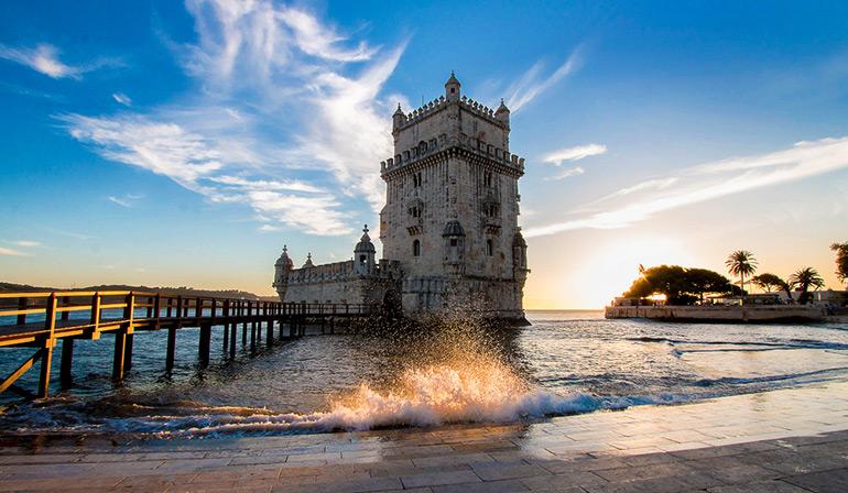 ทัวร์สเปน โปรตุเกส หอคอยเบเล็ง สร้างไว้กลางน้ำเพื่อเป็นป้อมรักษาการณ์เดินเรือ เป็นหนึ่งสถาปัตยกรรมแบบมานูเอลไลน์ที่สวยงาม