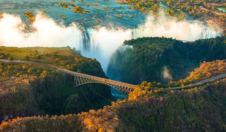 ทัวร์ซิมบับเว แซมเบีย บอสวานา เคนย่า ชมความงามน้ำตกวิคตอเรียทั้งสองฝั่ง ชมทัศนียภาพแผงน้ำตกวิคตอเรียเรียกได้ว่าน้ำตกที่กว้างที่สุดในโลก