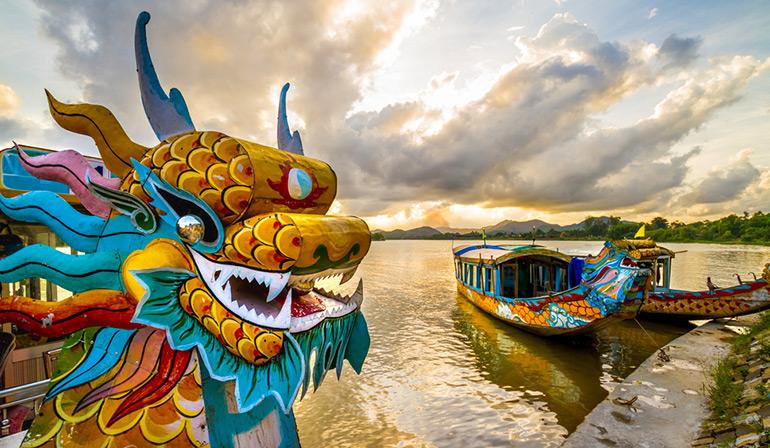 ทัวร์เวียดนาม ดานัง ฮอยอัน บานาฮิลล์ นั่งเรือกระด้งหมู่บ้านกั๊มทาน เรือมังกรล่องแม่น้ำหอม สวนสนุกแฟนตาซีปาร์ค